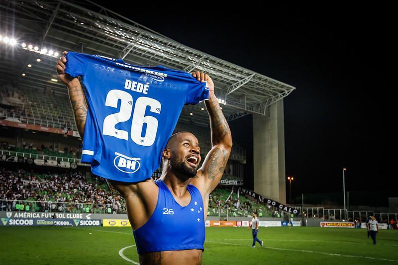 Jogador passou boa parte do contrato com o Cruzeiro machucado