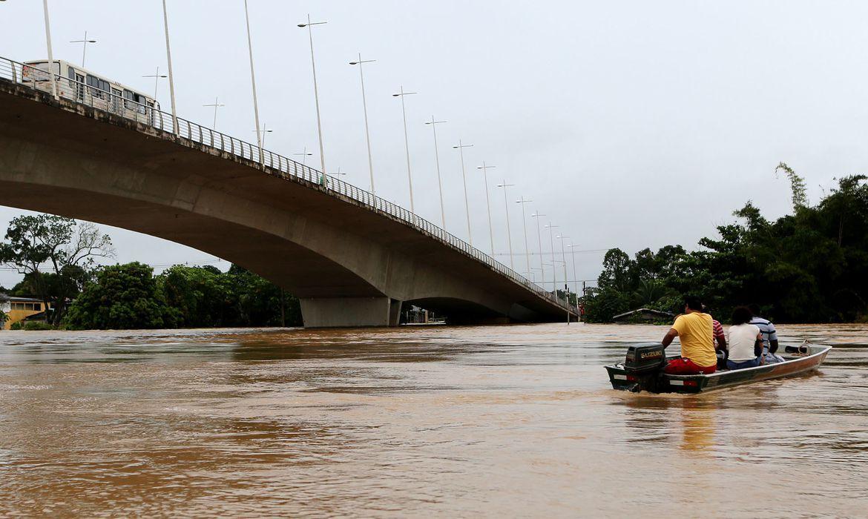 Os municípios de Tarauacá e Sena Madureira estão com 70% do território tomado pela água. Cerca de 150 mil acreanos foram afetados