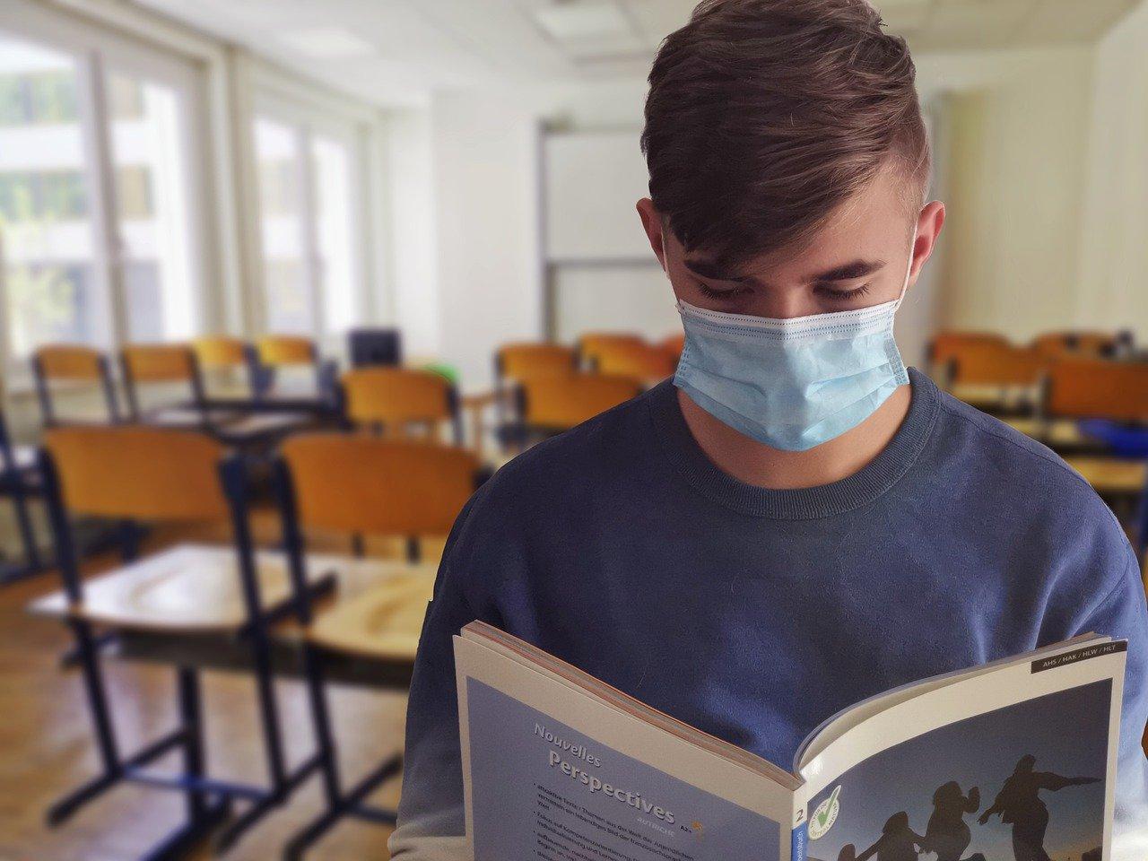 Suspensão das aulas presenciais em Minas completará um ano no mês que vem