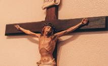 Tammy, uma protestante, uma vez me disse que sua igreja não tem o corpo de Cristo na cruz. Porque Jesus não está mais na cruz, apontou. Ele ressuscitou (Maria Oswalt / Unsplash)
