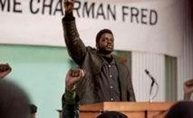 """O líder Fred Hampton (Daniel Kaluuya) e o """"Judas"""" William O?Neal (LaKeith Stanfield), em cena do longa (Warner/Divulgação)"""
