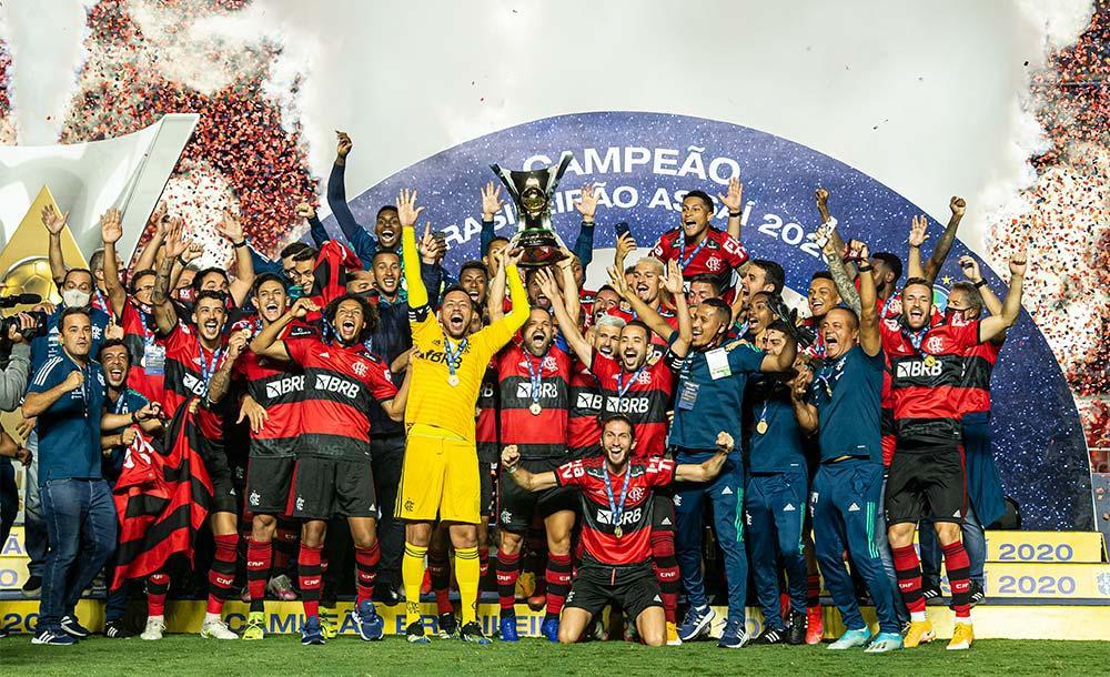 O Campeonato Brasileiro de tantas trocas de liderança obviamente não teria uma rodada final previsível.