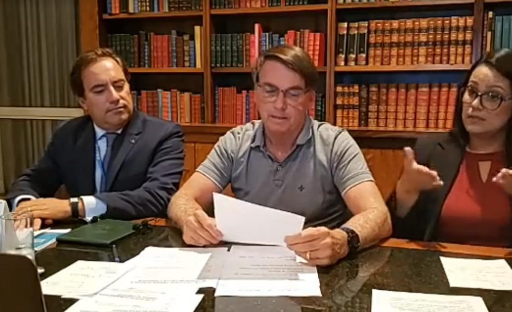 'Nossa capacidade de endividamento está, acredito, no limite. Mais quatro meses pra ver se a economia pega de vez, pega pra valer', afirmou Bolsonaro