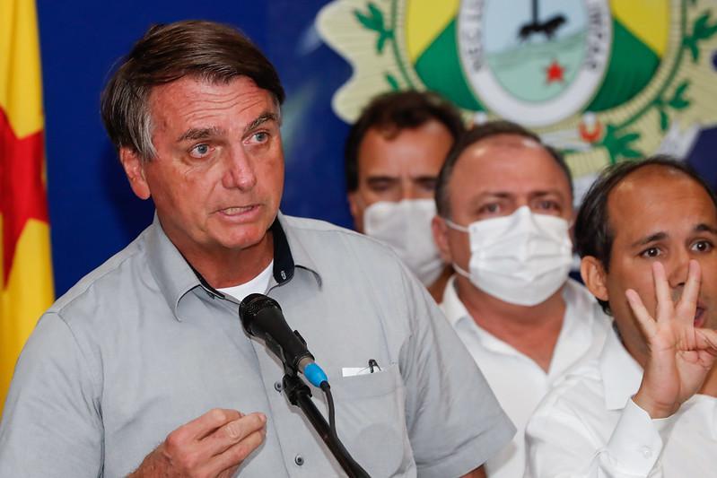 Negacionista, Bolsonaro ignora agramento da crise no Brasil