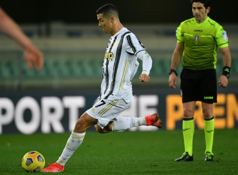 Cristiano Ronaldo em ação pela Juventus na partida com o Hellas Verona, pelo Campeonato Italiano