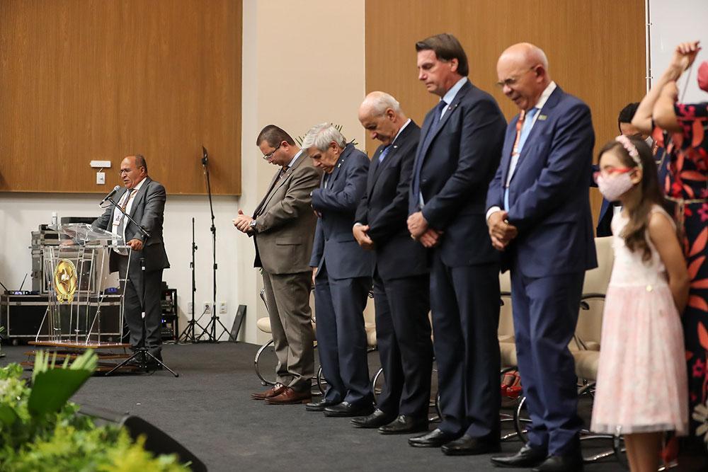 Convenção Estadual das Assembleias de Deus da Bahia faz assembleia com presença do presidente e outros membros do governo. Ausência de distanciamento mínimo e uso de máscara foi marcante no evento