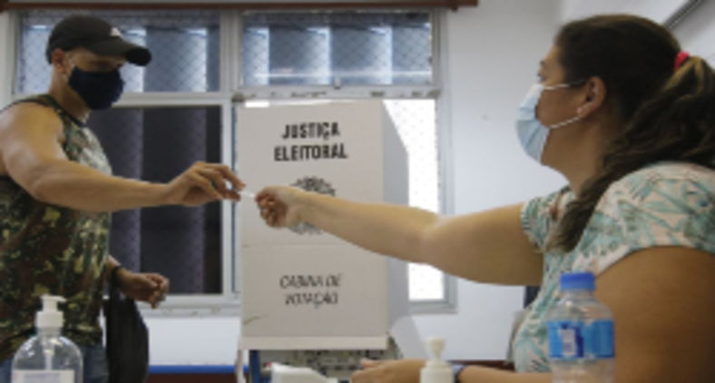 Parece que o eleitor carioca precisa de uma reciclagem urgente (Fernando Frazão/ABr)