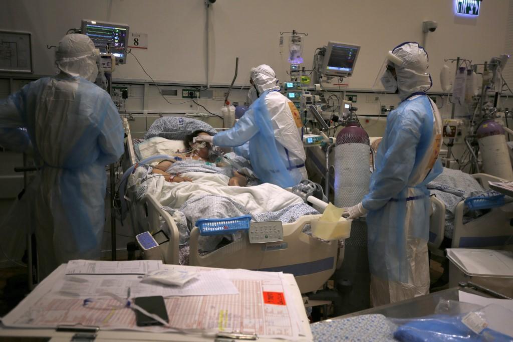 Fisioterapeuta hospitalar do SUS há dez anos, Graziella teve intensificar as sessões de terapia