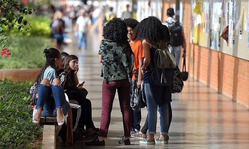 Crise e desilusão afastam jovem da política, aponta pesquisa