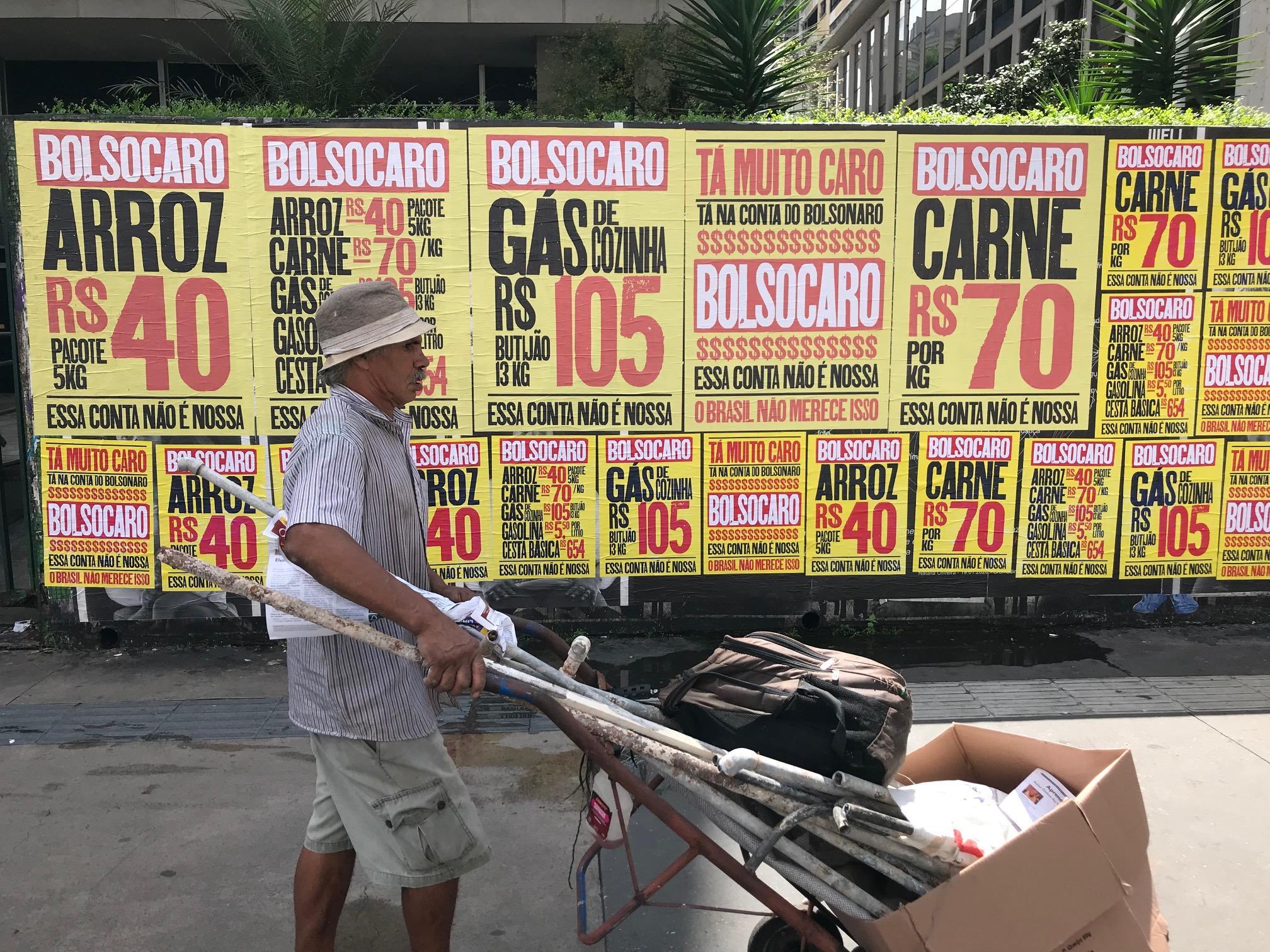 Protesto na Avenida Paulista reforça preços absurdos cobrados no Brasil