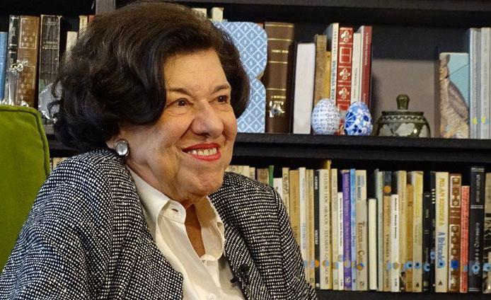 A escritora é autora de mais de 200 livros e recebeu prêmios no Brasil e no exterior