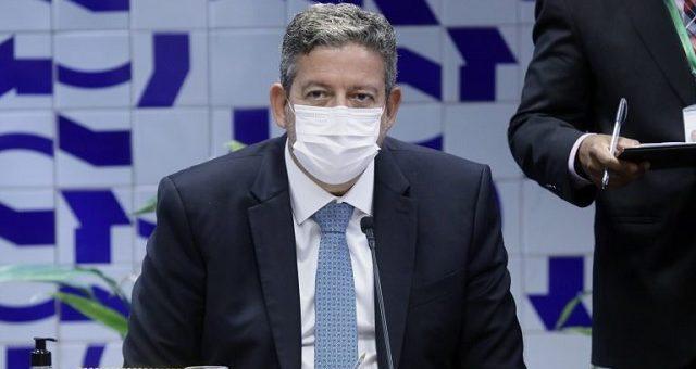 Da reunião de Lira com o Fórum dos Governadores, saiu a possibilidade de se criar um grupo de trabalho com representantes para acompanhar o processo de importação do IFA e o trabalho nas fábricas de laboratórios que produzam imunizantes no Brasil