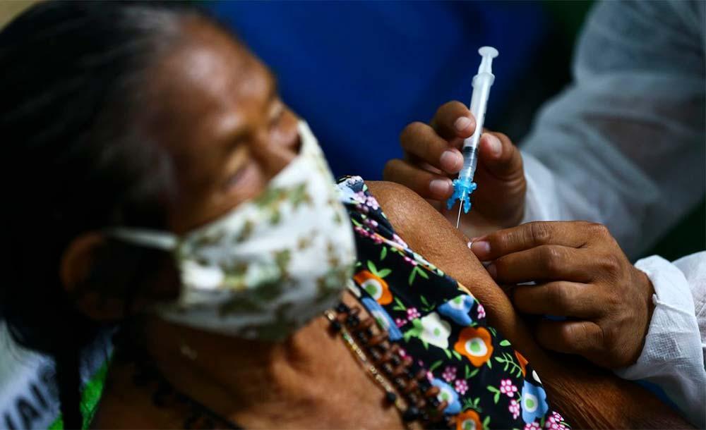 A segunda dose está garantida para todos os idosos de 86 e 88 anos que receberam a primeira dose na capital.