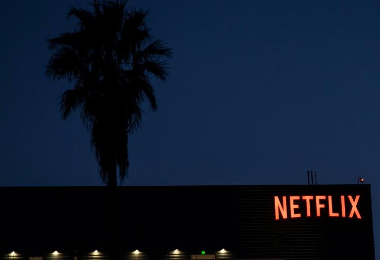 O logotipo da Netflix visto no topo de seu prédio, em Hollywood, Califórnia