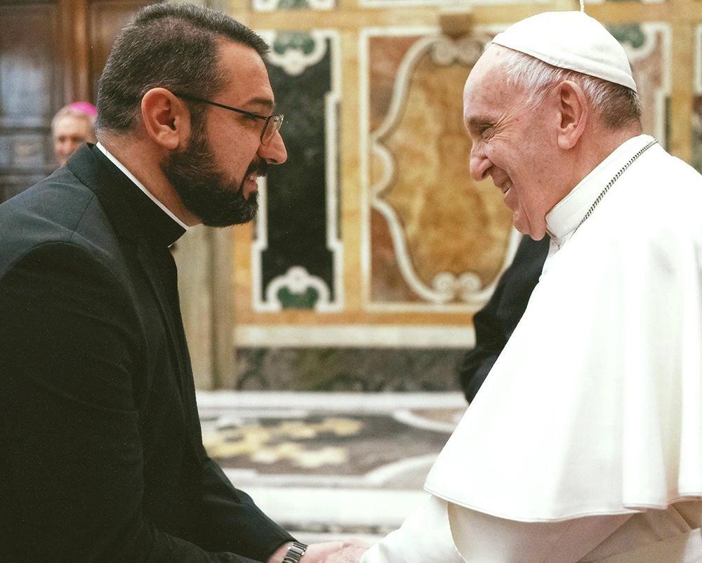 Padre Karam Shamasha em encontro com o papa Francisco em Roma