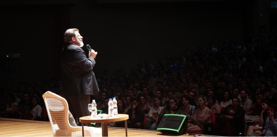 Mario Sergio Cortella é filósofo, professor, escritor e palestrante