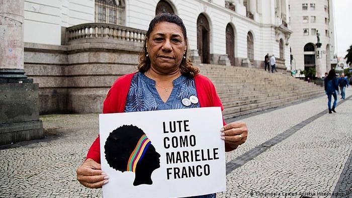 Na entrevista, Mariente Silva, mãe de Marielle Franco, comenta a forma como vem lidando com a ausência da filha e sua relação com a fé