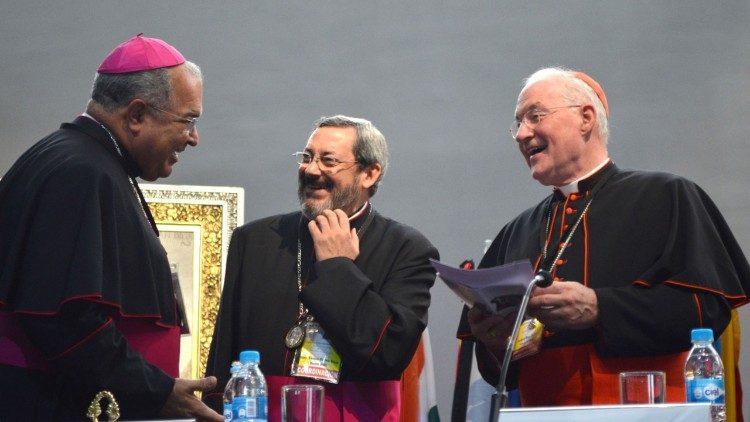 Dom Orani (à esquerda), que até então não era cardeal, no encontro do México, em 2013
