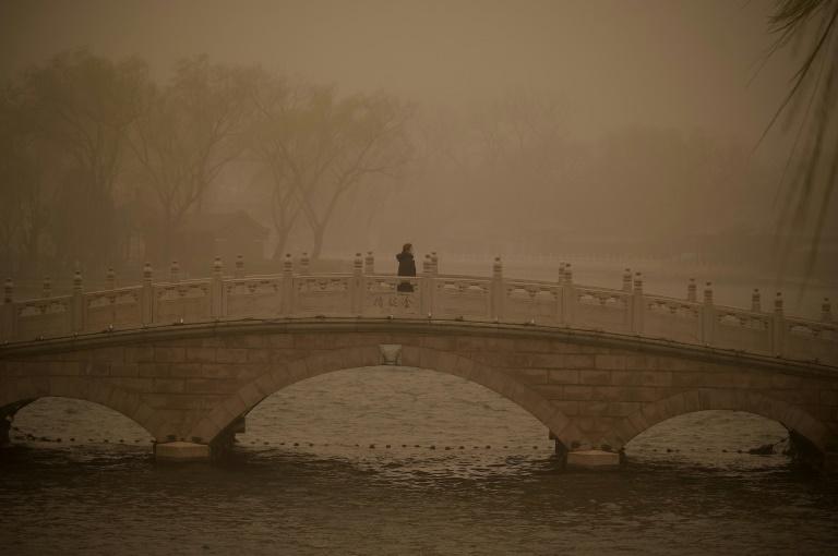 Tempestade de areia afeta Pequim e pode causar diversos problemas respiratórios