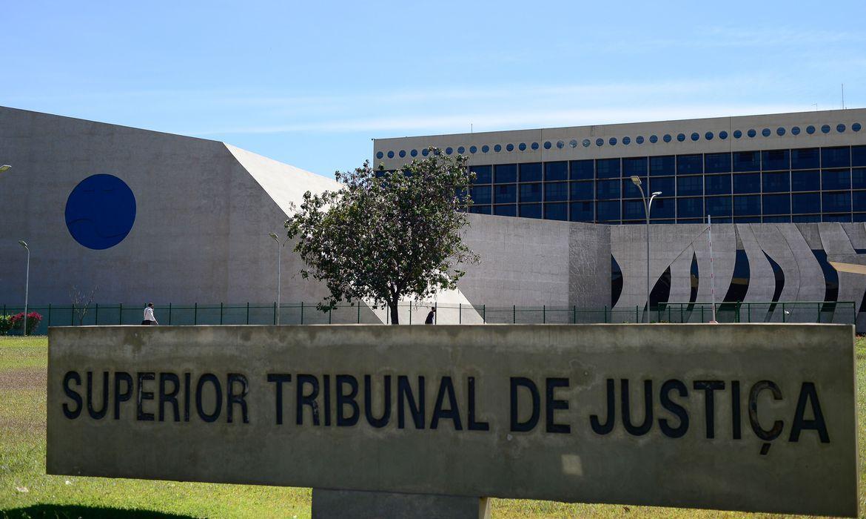A legislação prevê que o nome de solteira pode voltar a ser adotado em alguns casos específicos, entre os quais o divórcio e a condenação do cônjuge na esfera criminal