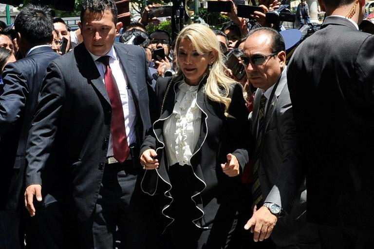 A ex-presidente da Bolívia Jeanine Áñez chega ao palácio presidencial em 21 de novembro de 2019 em La Paz