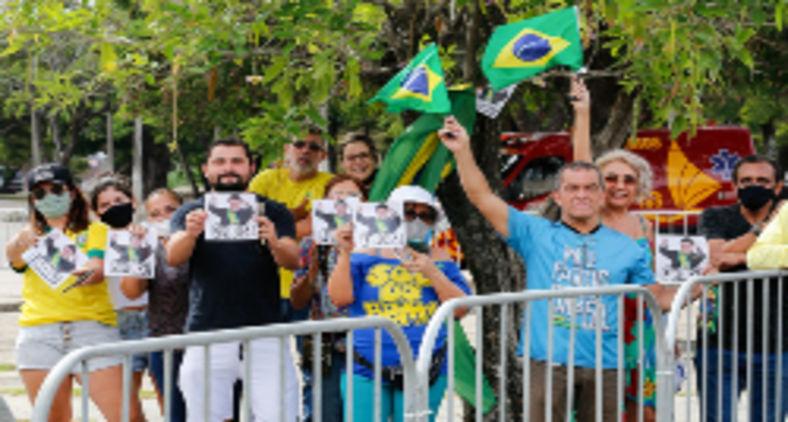 Estavam prontos para ganhar as ruas com o som e a fúria do seu ódio. E ainda hoje não abandonaram sua violência e fanatismo (Clauber Cleber Caetano/PR)