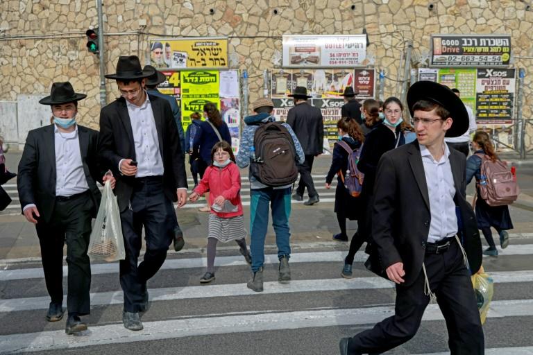 Com alto índice de vacinação, bairro ultraortodoxo de Jerusalém vive 'quase normalidade'