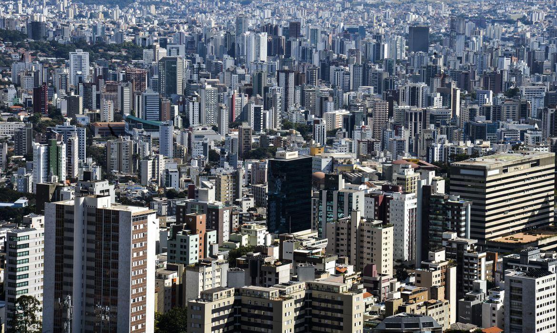 Os professores também discutiram a controvérsia entre a fala do presidente Jair Bolsonaro e a decisão das prefeituras.