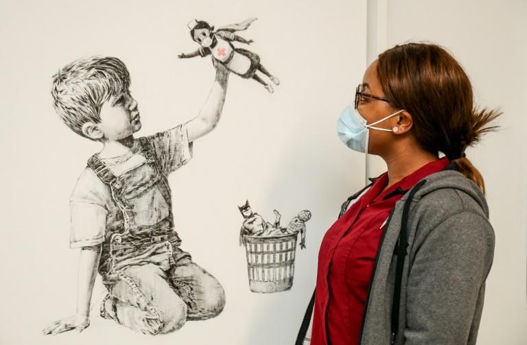 Obra de Banksy será leiloada para ajudar o Serviço Nacional de Saúde do Reino Unido