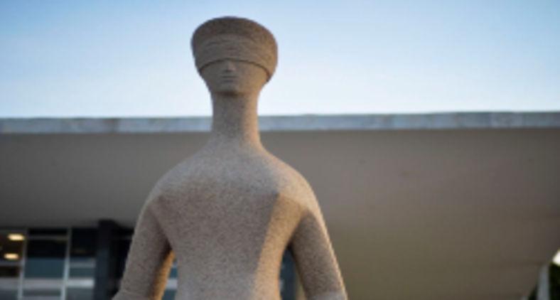 Fachada do Supremo Tribunal Federal (STF) com estátua A Justiça, de Alfredo Ceschiatti, em primeiro plano (Marcello Casal Jr/ ABr)