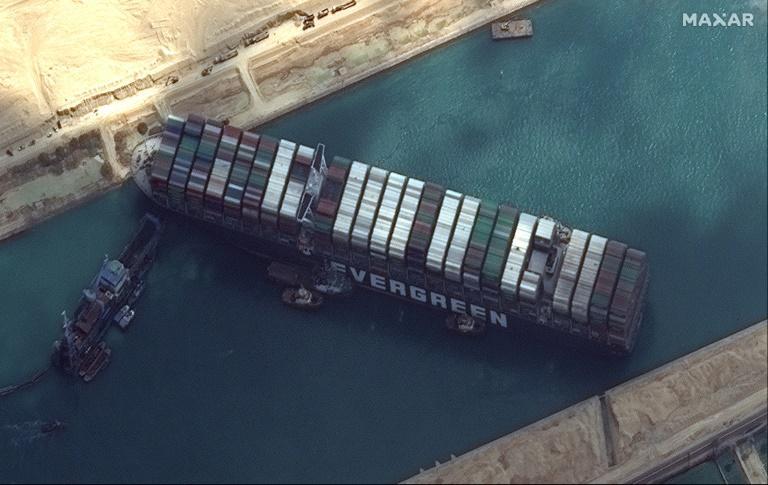 O cargueiro 'Ever Given' no Canal de Suez em 26 de março de 2021