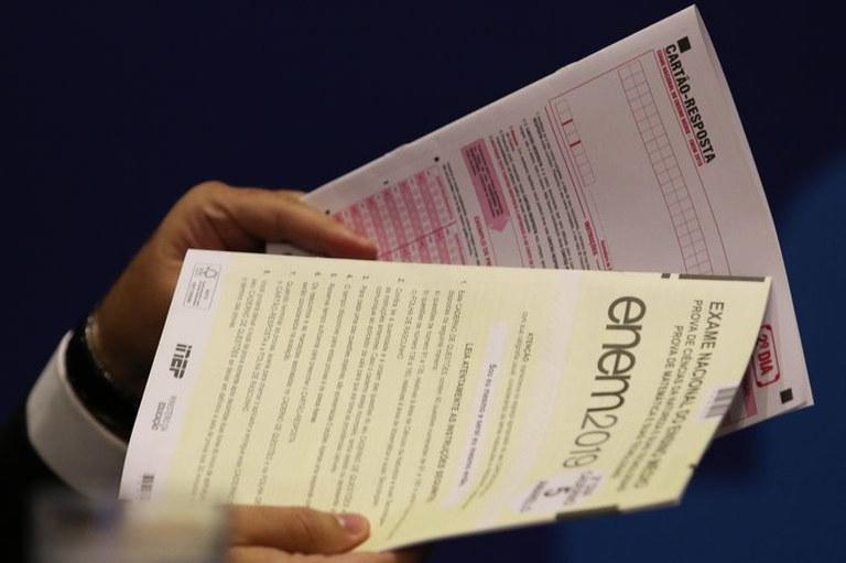 As notas do Enem  podem ser usadas para ingressar no ensino superior e para participar de programas como o Sisu, ProUni e Fies