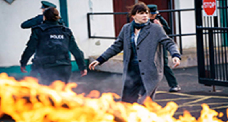 A atriz Charlene McKenna em cena da primeira temporada da série Bloodlands (Copyright Steffan Hill/AcornTV)