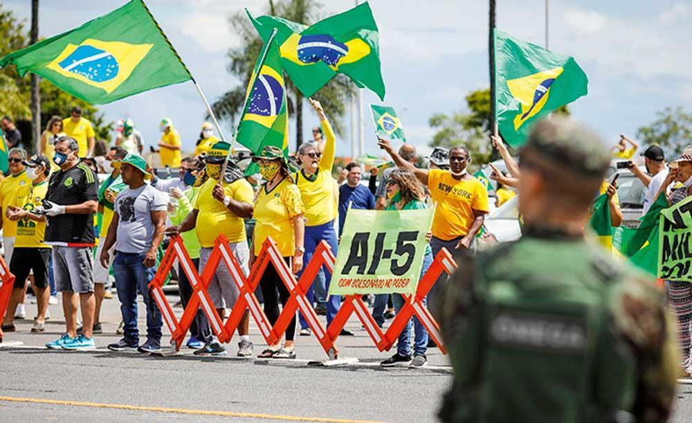 Apoiadores do presidente Bolsonaro e da ditadura militar realizam ato no Rio