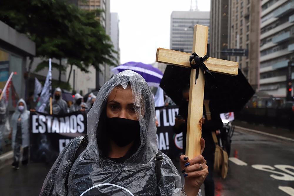 Teologia deve promover instrumentos de combate à pandemia e denunciar promotores de morte