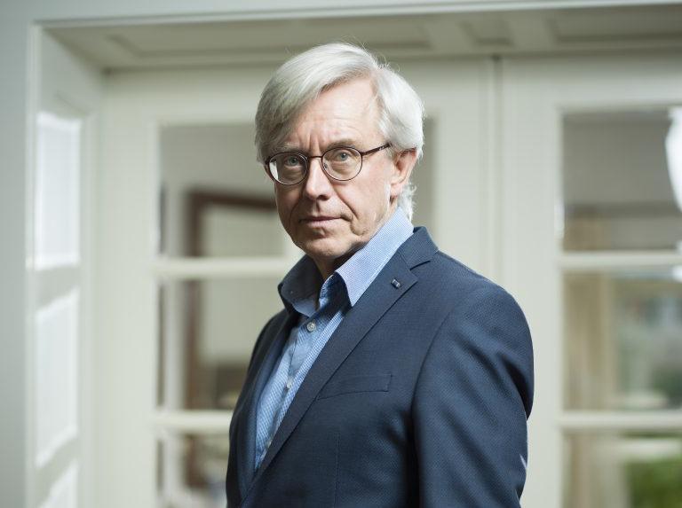 Paul van Tongeren mora em Nijmegen, onde foi professor