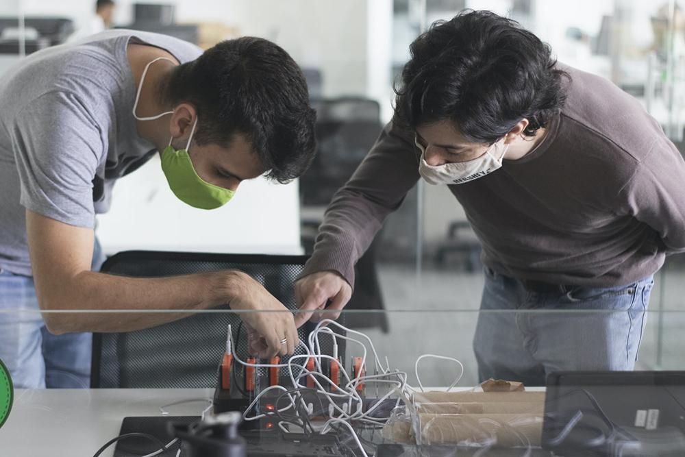 Habilidades em programação, aprendizado de máquina, big data, nuvem e segurança cibernética no uso de IA e outras têm sido exigidas de profissionais de diversas áreas