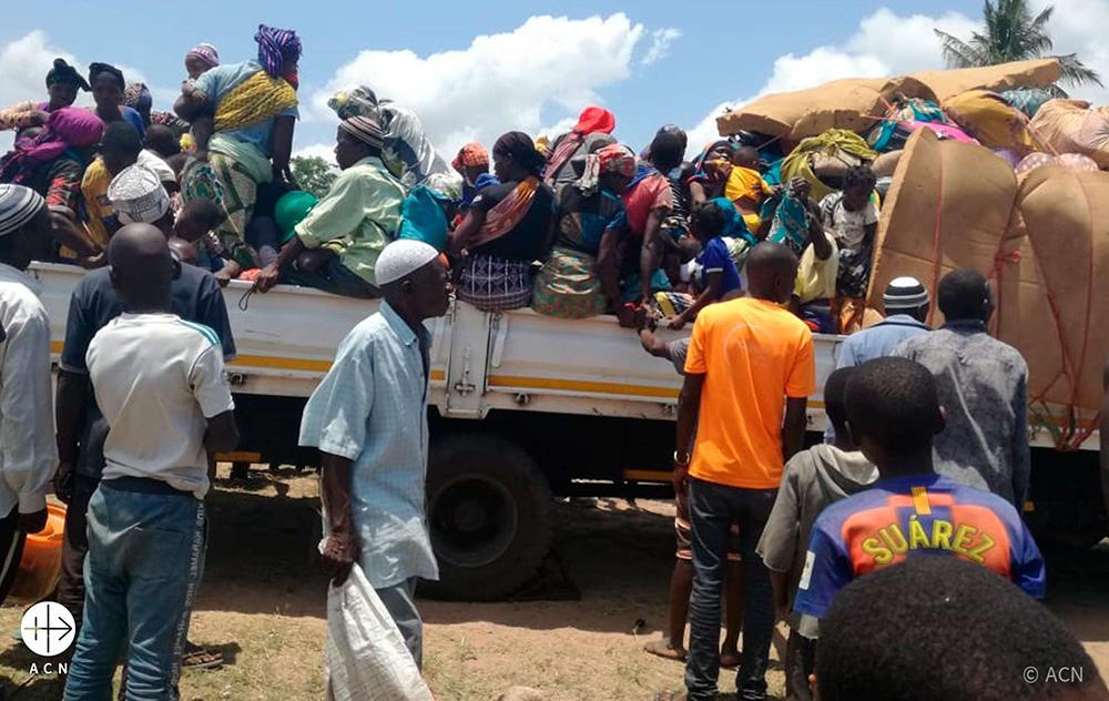 O Deus de Jesus tem entranhas de compaixão que se contorcem com o sofrimento do pobre. Na foto, pessoas em deslocamento em Moçambique dado o sofrimento na região de Cabo Delgado
