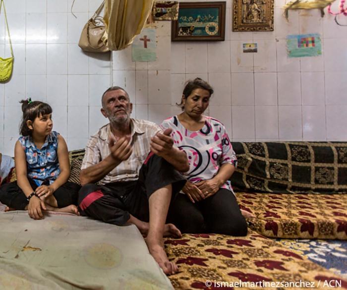 No altar do capitalismo, os pobres não são caminho de salvação: mas vítimas de um holocausto cruel e injusto. Na foto, família na Síria