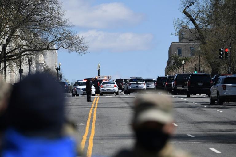 Uma barreira policial perto do Capitólio dos Estados Unidos em 2 de abril de 2021
