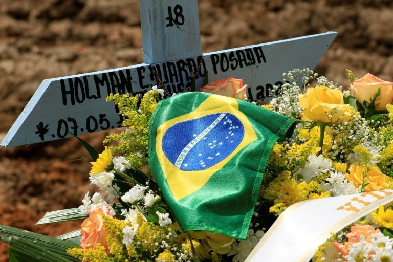 Foto de 22 de janeiro de 2021, de túmulo de uma vítima da Covid-19 no cemitério Nossa Senhora Aparecida em Manaus