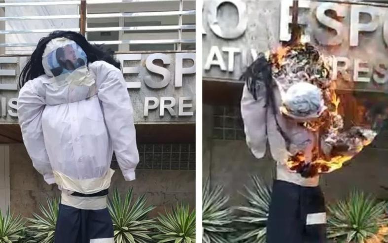 Torcedores protestaram neste sábado (3) na frente da sede da equipe, em Belo Horizonte, contra o presidente Sérgio Santos Rodrigues, queimando um boneco com sua foto
