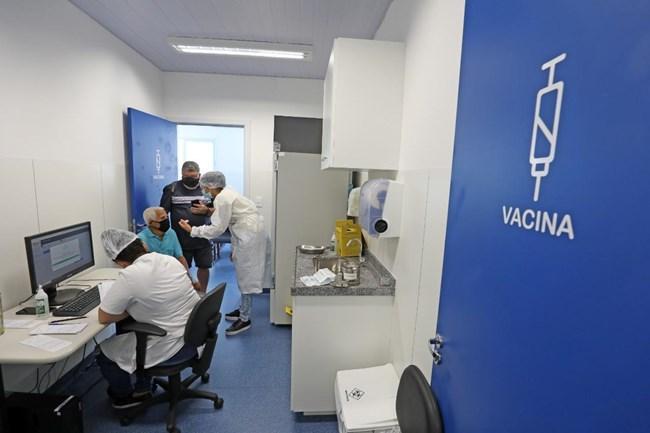 Vacinação em BH continua para idosos