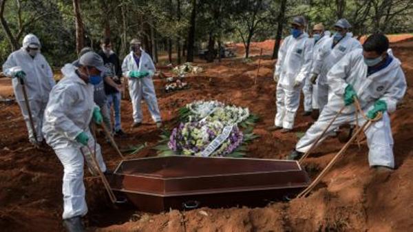 Covid-19 segue matando no principal estado do Brasil