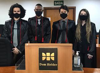 Equipe 8 da Dom Helder em sua apresentação (Reprodução)