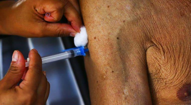 Em BH, vacinação parou na faixa etária de 65 anos