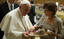 O Papa Francisco com Jennifer Wortham (Vatican Media)