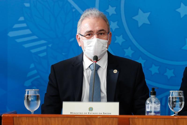 Ministro Marcelo Queiroga é responsável pela vacinação no Brasil