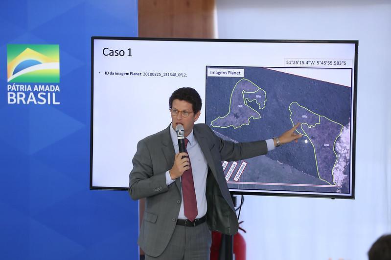 Ministro Ricardo Salles continua 'passando a boiada' nas questões ambientais