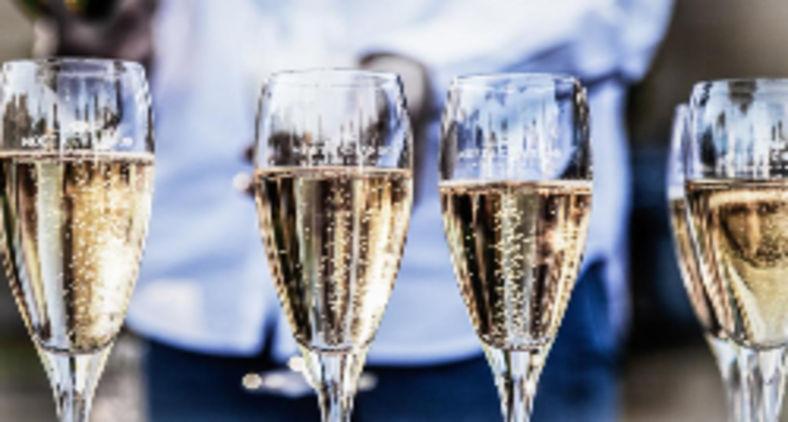 Bernard Arnauld, dono do maior conglomerado de marcas de luxo do mundo, a LVMH, viu a sua fortuna duplicar, ainda que ninguém compre nada de luxo há 18 meses (Unsplash/Deleece Cook)